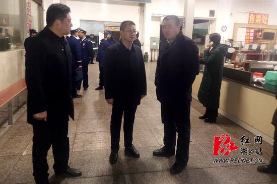 """央视曝光湖南湘乡客运中心""""宰客""""现象 当地行动图片"""