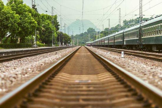 """""""慢火车""""最低2元 媒体:合格的春运不应只图快图片"""
