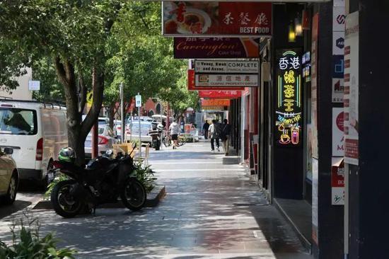 △ 疫情发生后,在澳大利亚墨尔本的博士山(Box Hill)华人区,往日熙熙攘攘的街道现在十分冷清。图片来源 | 澳大利亚广播电视台 (ABC)