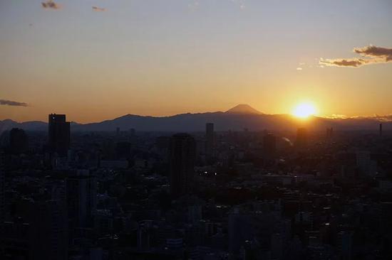 松山芭蕾舞团东京塔上再唱《义勇军进行曲》: 中国加油!日本加油!