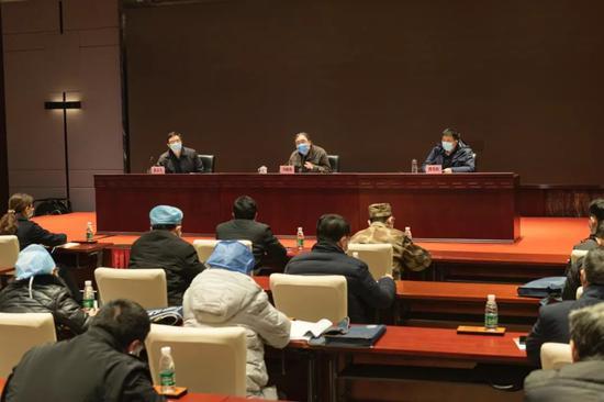 国家卫生健康委派驻武汉市工作组召开新冠肺炎轻症患者治疗管理工作会议图片