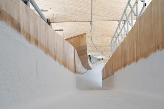 蓝冠:0天国蓝冠内首条雪车雪橇赛道图片