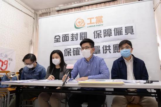 """香港反对派上演一出""""全武行""""图片"""