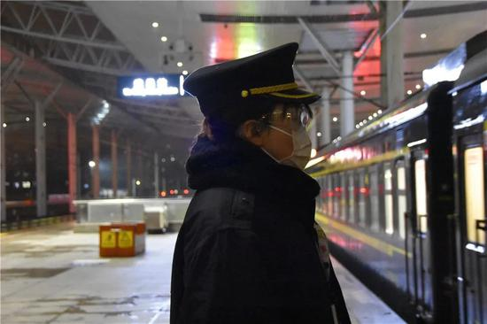 时隔65天,首趟旅客列车抵达武汉!