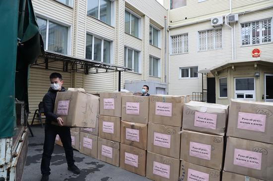 中国驻符拉迪沃斯托克总领馆向俄远东地区捐助共计8万只口罩图片