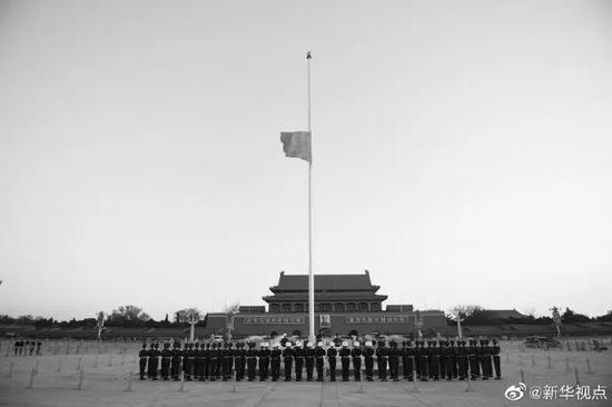 ▲这是新华社记者拍摄的今晨的天安门广场。(图片源自@新华视点)