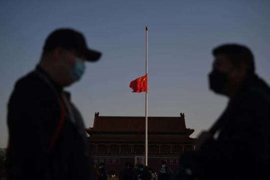 天安门广场时隔十年再下半旗,是为了他们图片