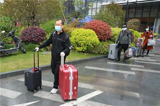 隔离期满,上海嘉定一隔离点165名入境人员解除医学观察图片