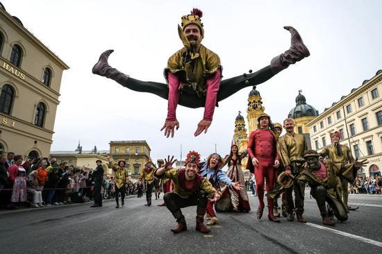 2019年9月22日,在德国慕尼黑,慕尼黑啤酒节举办盛装游行活动。新华社/欧新