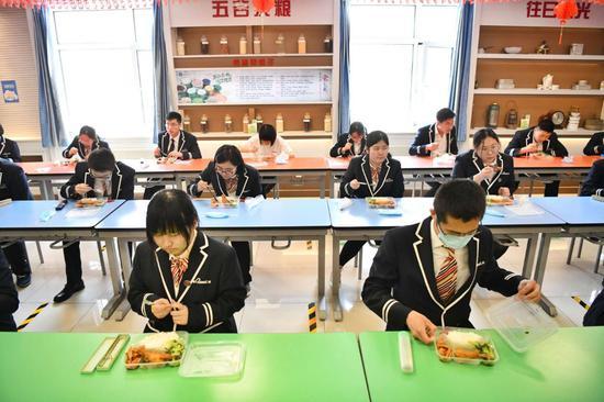 北京所有初中校提供午餐 不建议学生自带和回家午餐图片