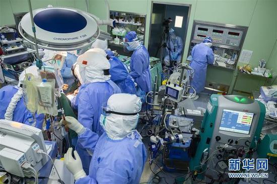 「摩天代理」CMO摩天代理治疗73天新冠肺炎患图片