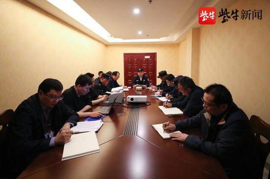 淮安市副市长、公安局长周达清指导案件下一步侦办工作。