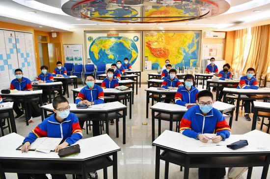 中小学生在校要不要戴口罩?教育部:须看这三条图片