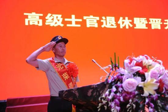 受习近平7次接见的兵王,正式退休图片