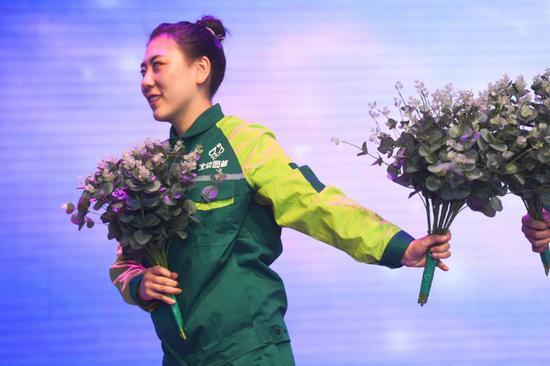 北京园林工人有了统一工装,形象一新!图片