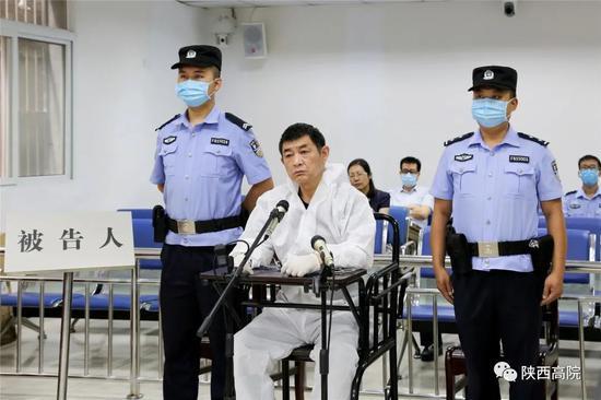自杀未遂的厅官,获刑22年(图)图片