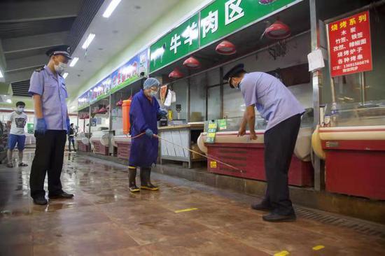 北京东城居民可放心买菜,14家农产品市场检测全为阴性图片