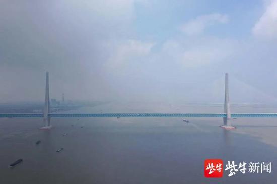 【摩天注册】涡振吗沪摩天注册苏通大桥图片