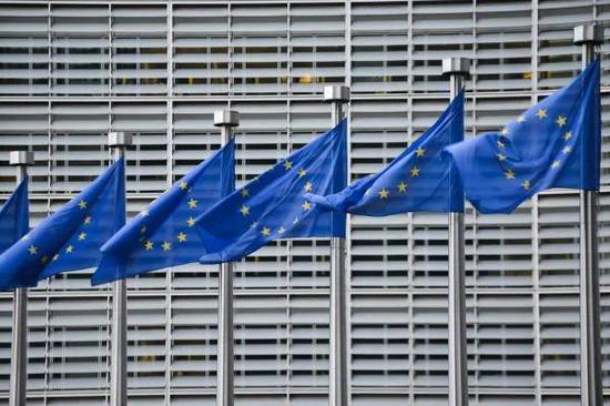 ▲资料图片:布鲁塞尔欧盟总部大楼前的欧盟旗帜(新华社)