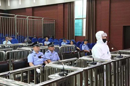 贺顺清案庭审现场。图片泉源:冷水江法院