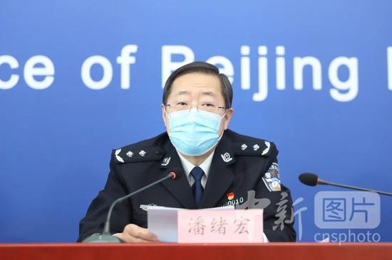 北京市公安局副局长、消息谈话人潘绪宏在疫情防控公布会上谈话。