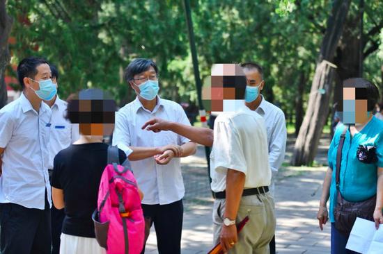 北京天坛公园禁放风筝、合唱 园方建议唱歌市民移步西北外坛图片