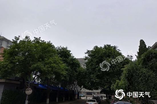 今早北京天空阴沉。