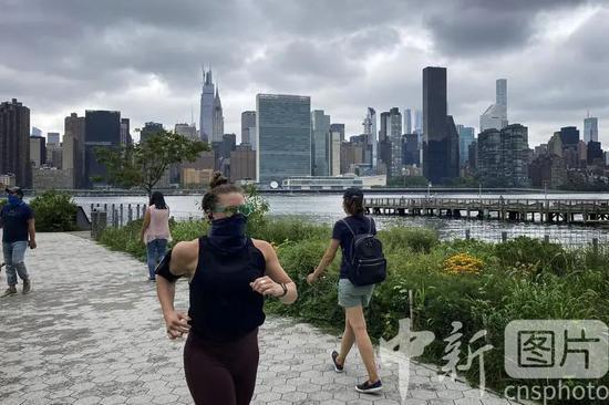 ▲(资料图)市民在纽约市皇后区东河河滨跑步。
