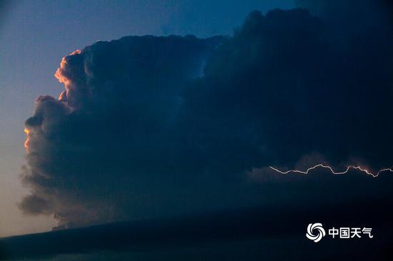 [亿兴登陆]京多区发布雷电预亿兴登陆警闪电照图片