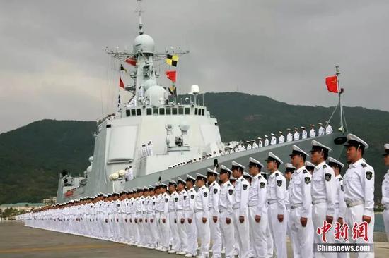 堪比大片!中国海军护航编队解救被劫持船舶画面曝光