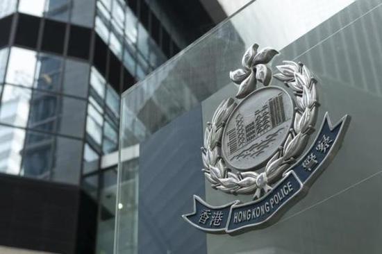 港媒:港警缴获4箱子弹 逮捕一名涉案美国飞行员图片