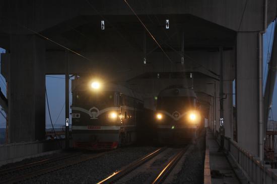 江苏镇江世界首座高速铁路悬索桥启动静载试验
