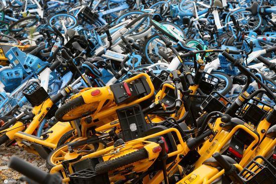 """哈尔滨:千辆单车停放不当 集中处理形成""""坟场"""""""