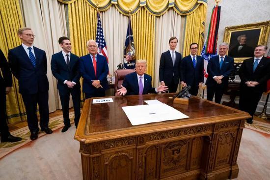 8月13日,美国总统特朗普在白宫宣布以色列与阿联酋达成和平协议。新华社/欧新社