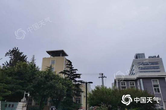 今晨,北京天空阴沉。