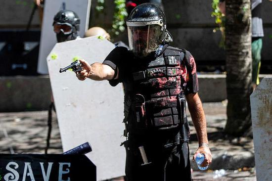 为何不介入抗议团体冲突?波特兰警方这样解释