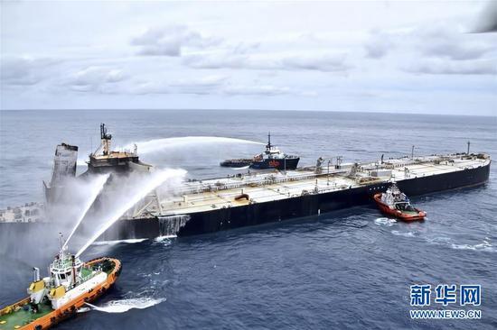 斯里兰卡东部海域失火油轮大火被完全扑灭