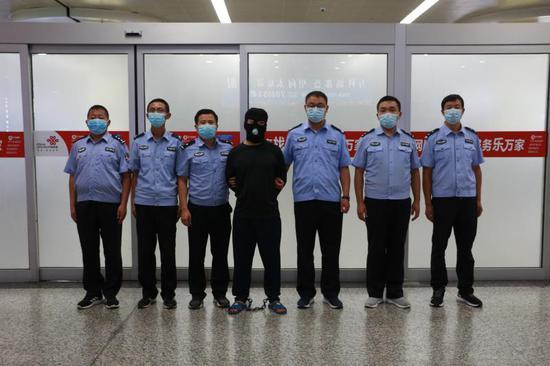 山西警方打掉一跨境贩毒团伙:抓获32人 收缴冰毒片剂26斤图片