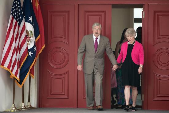 2017年,美国驻华大使特里·布兰斯塔德和夫人克莉斯汀在北京官邸