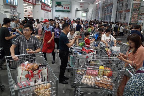 国际舆论关注中国经济复苏加快 消费年内首次正增长图片