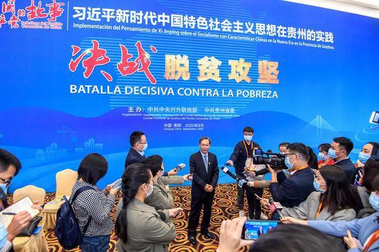 中联部拉美局局长王玉林担当媒体采访。中联部图