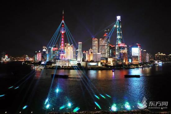 """上海""""网红""""拉链式人墙又上热搜!还有一个出行提醒要注意图片"""