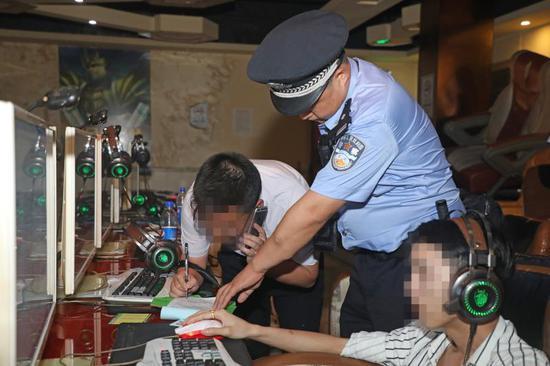 党员干部带头 深圳建设无烟街道图片