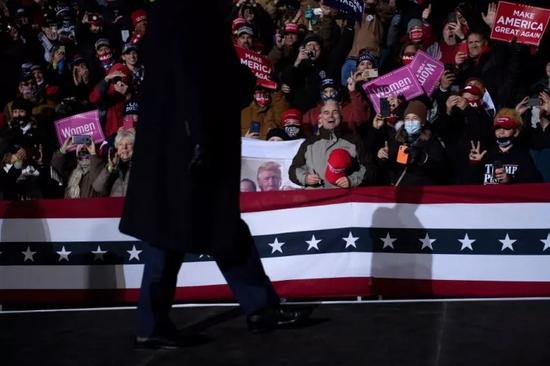 特朗普集会后数千民众滞留挨冻 多人被送进医院