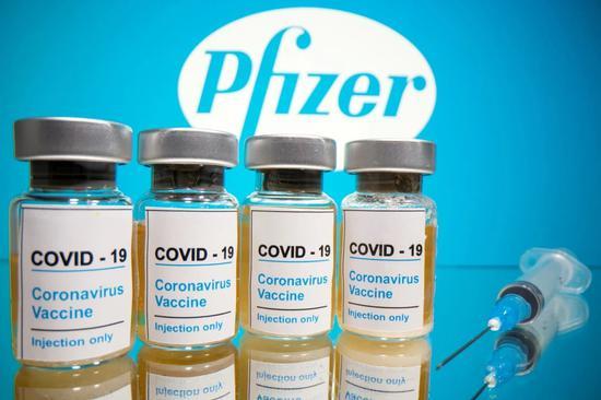 英国两名医护接种辉瑞新冠疫苗后出现过敏症状