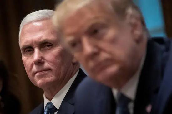 """美国副总统彭斯,若即若离的""""忠诚卫士""""?"""