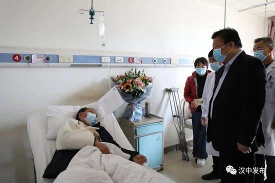 陕西5名扶贫干部遇严重车祸 书记省长批示图片