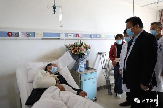 5名干部扶贫遇车祸有人殉职,书记省长批示