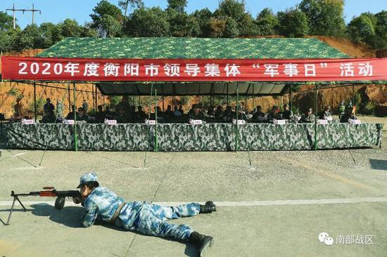 军事日,湖南衡阳市委书记市长走上射击场图片