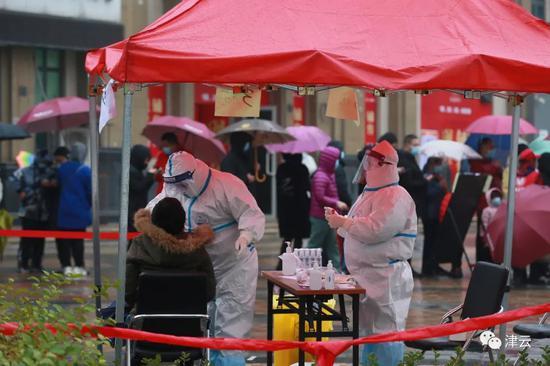 雨雪中全员核酸检测!天津滨海我们挺你!图片